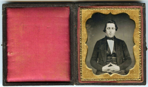 1/6 PLATE DAGUERREOTYPE PORTRAIT OF YOUNG HANDSOME MAN WITH IDENTIFICATION NOTE