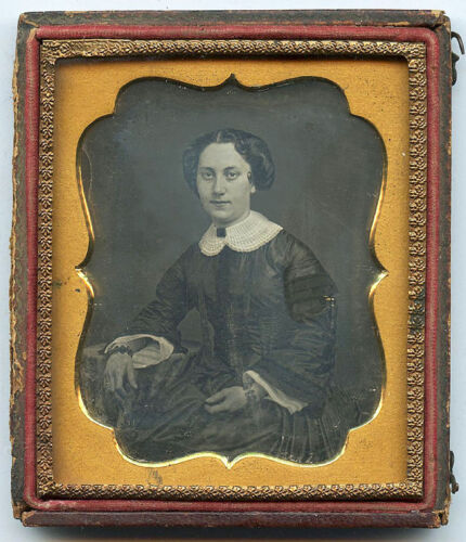 EARLY 1/6 PLATE DAGUERREOTYPE PHOTO PORTRAIT OF A PRETTY YOUNG WOMAN