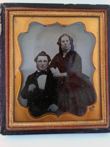 1/6 PLATE EARLY AMBROTYPE - PORTRAIT OF A COUPLE