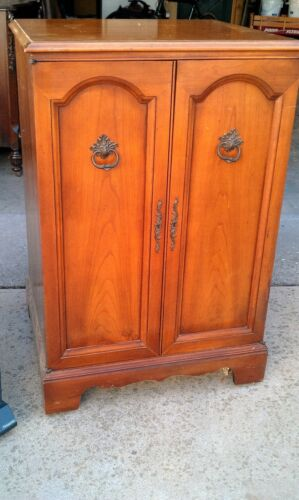 """Antique TV - 1954 - French Provincial Fruitwood Cabinet """"The Normandy 21"""""""