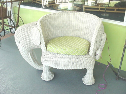 WICKER White Elephant Chair Awesome Vintage  RARE Excellent condition STURDY