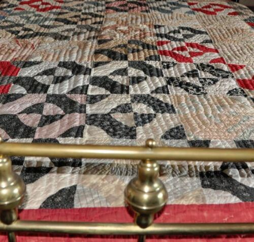 1880's CHARMING COUNTRY STYLE BASEBALL BLOCK ANTIQUE VINTAGE QUILT - HANDQUILTED