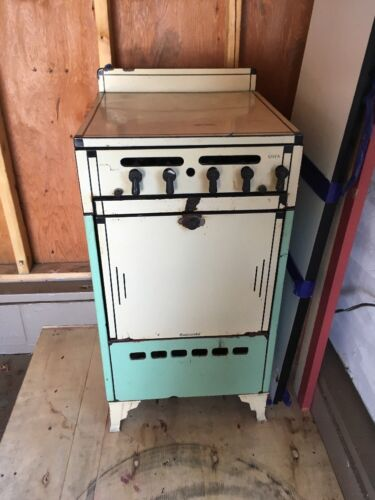 Antique 1930's Footed Gas Stove By Continental