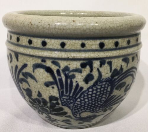 Vintage Chinese Porcelain Blue and White Vase