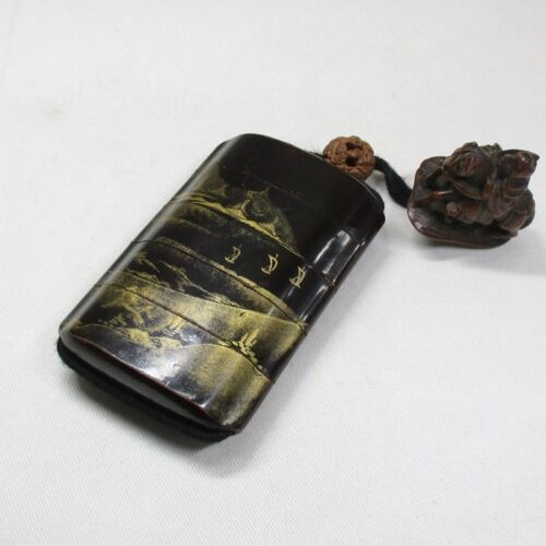 A225: Japanese old lacquer ware SAMURAI pillbox INRO with MAKIE and NETSUKE. 4