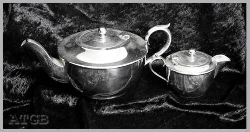 Vintage silver plated EPNS Carlisle teapot & cream jug. In lovely condition
