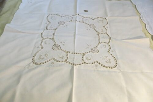 VINTAGE ~ Cream /Beige Embroidery SUPPER CLOTH ~ PARIS/COUNTRY CHIC ~ REDUCED !!