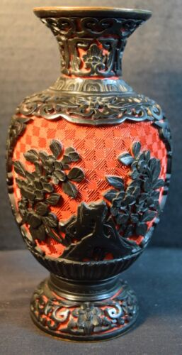 Fine Chinese Red and Black Cinnabar Vase