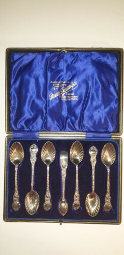 ELEGANT ANTIQUE SILVER PLATE TEASPOON SET WITH SUGAR NIPS IN STEWART DAWSON BOX