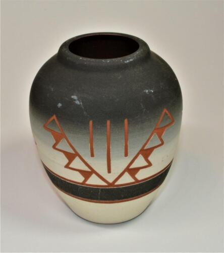 """Signed SIOUX Pottery Native American Indian Gray Clay Vase 5"""" Tall"""