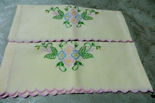 VINTAGE ~ Pair ANTI-MACCASORS/DOILIES ~ COUNTRY CHIC ~