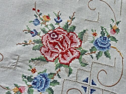 FABULOUS VINTAGE HANDCRAFTED IRISH LINEN PETIT POINT EMBROIDERED TABLECLOTH