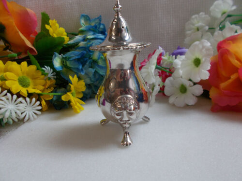 LOVELY LITTLE FOOTED SHAKER - FIELD REPRODUCTION MADE IN ENGLAND LION HEAD # 856