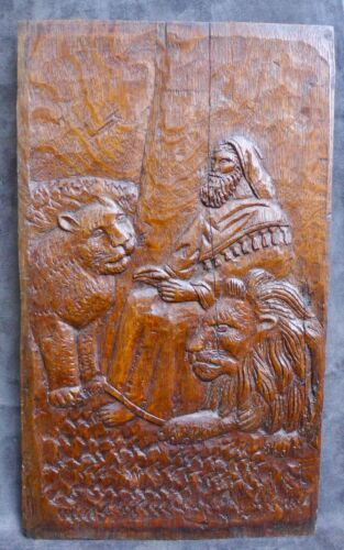 Nice Antique wood panel carving with Daniël and the lions den 17hth C. Dutch
