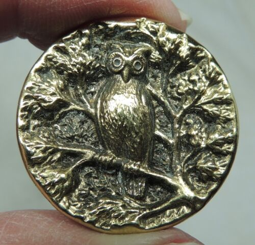 ANTIQUE BRASS PICTURE BUTTON  ~  PERCHED WISE OLD OWL