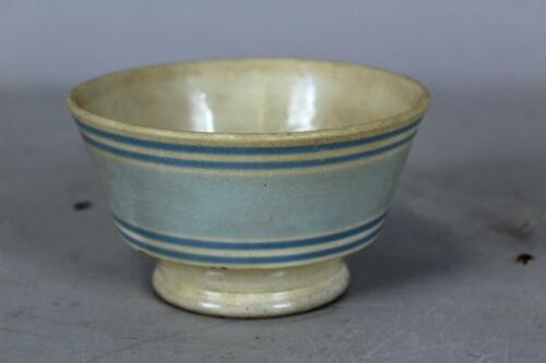A NICE EARLY 19TH C BANDED PEARLWARE MOCHAWARE WASTE BOWL IN GREAT BLUE COLORS