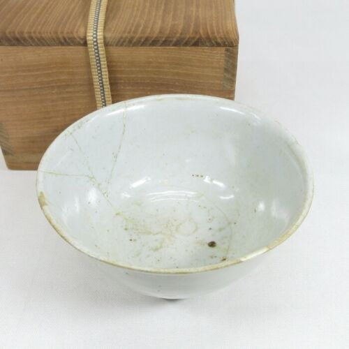 C531: Real old Korean tea bowl of white porcelain of Joseon Dynasty age with box
