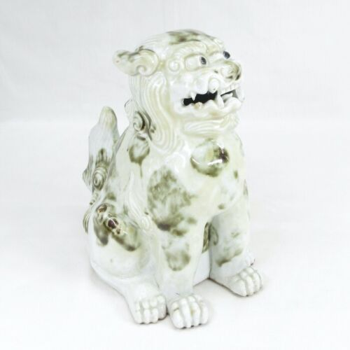 D0192: Japanese foo dog statue of old HIRADO porcelain with good tone and work