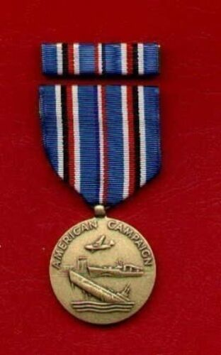 One full size WWII American Theater Campaign Award medal with ribbon barOther Militaria - 135