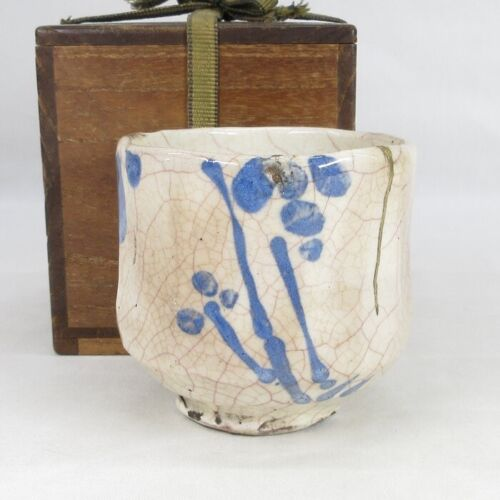 D1751: Japanese old SHINO pottery tea bowl with very good glaze with atmosphere