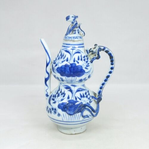 D2151: Chinese blue-and-white porcelain water pot with appropriate tone and form
