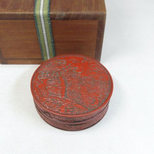 E0138: Chinese old lacquer ware incense case with appropriate relief pattern