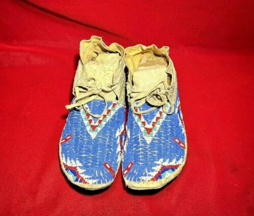INDIAN WARS ERA CA 1880 SIOUX NATIVE AMERICAN INDIAN HAND BEADED MOCCASINS