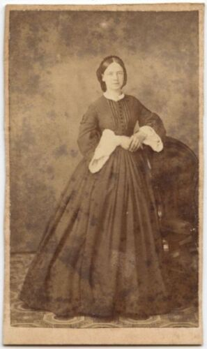 YOUNG LADY IN BEAUTIFUL LONG DRESS ANTIQUE CDV