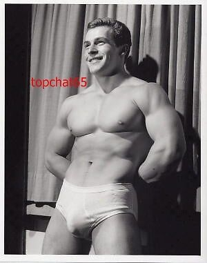 Body builder Huge BULGE reprint Photo Muscle   Vintage Gay Interest 5X7