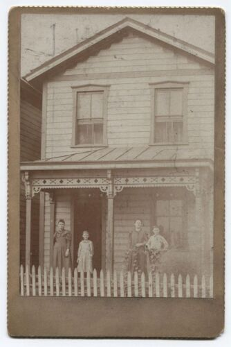 CABINET CARD AMERICANA FAMILY ON FRONT PORCH.