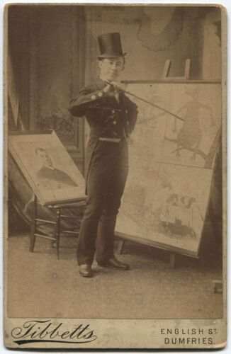 CABINET CARD THEATRICAL ARTIST POSE MAN IN TOP HAT AND TAILS WITH PAINTINGS.