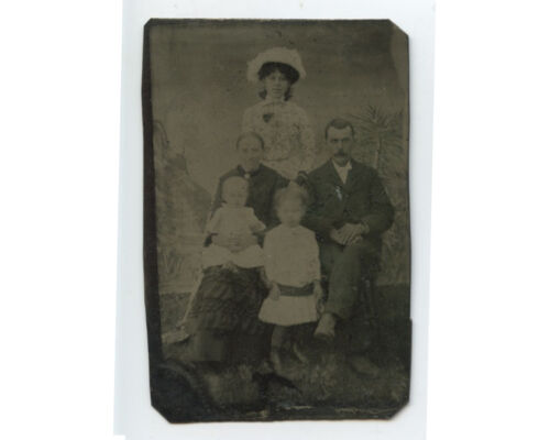 TINTYPE STUDIO PORTRAIT OF YOUNG FAMILY - MAN W/ LIGHT COLORED EYES