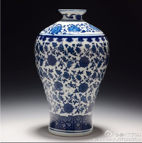 Chinese Blue and White Porcelain Vase Home DecorateVase qianlong marked