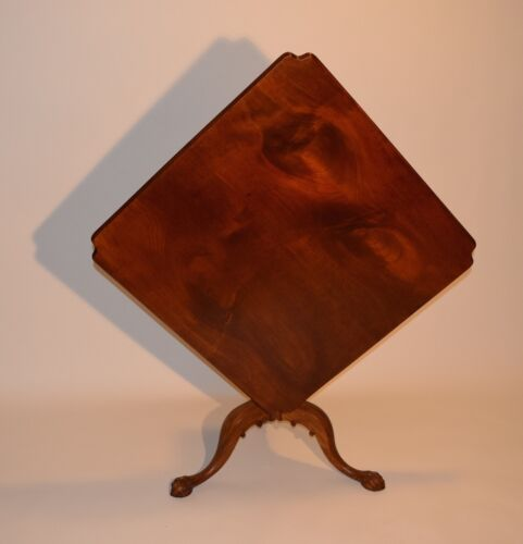 Salem Massachusetts Chippendale Tilt Top Table. Circa 1770. Exquisite Mahogany.