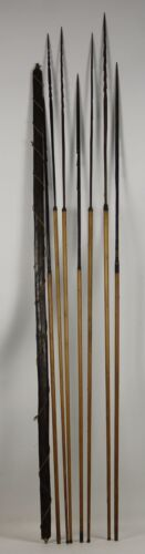 SET OF ARROWS BOW AND 7 ABORIGINES. WOODEN TIPS. FOR FISHING. XIX CENTURY.