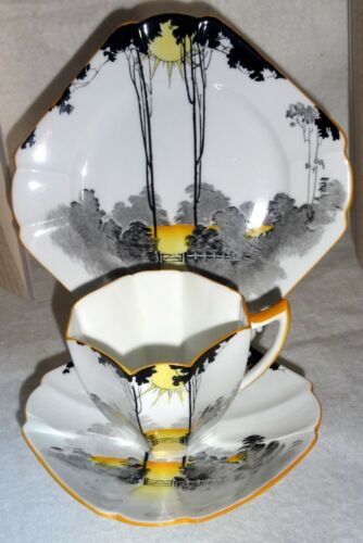 STUNNING VINTAGE SHELLEY TRIO - QUEEN ANNE SHAPE - OXFORD PATTERN