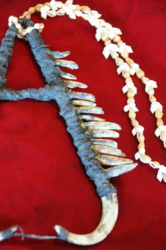 Old Papua New Guinea Ceremonial or Singsing Necklace (B)... collector's piece...