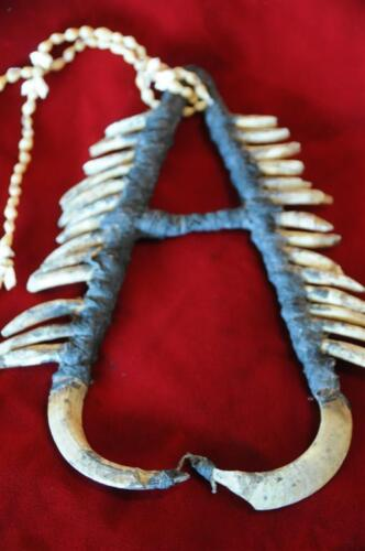 Old Papua New Guinea Ceremonial or Singsing Necklace (C)... collector's piece...