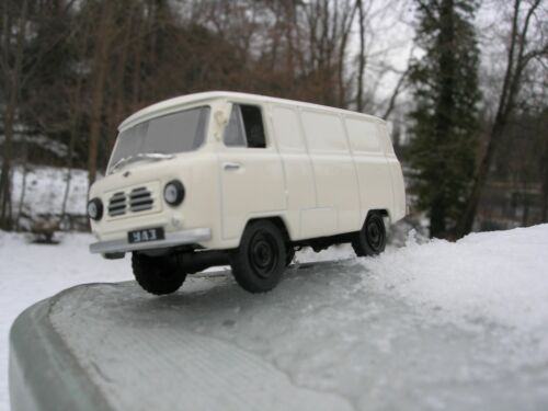 Voiture russe FOURGON UAZ 450  4X4  1/43   NEUF !