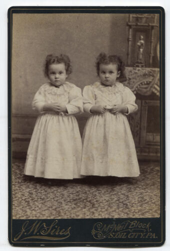 CABINET CARD TWIN GIRLS. S. OIL CITY, PA.