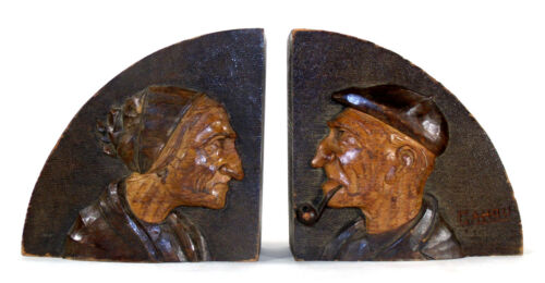 VINTAGE WOOD CARVED FOLK ART OLD WOMAN OLD MAN PIPE BUST BOOKENDS BOOK ENDS chp