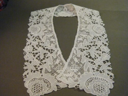 Early 19c Antique Collar handmade Victorian Carrickmacross  lace.beautiful