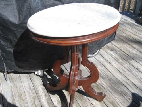 AMERICAN VICTORIAN WALNUT MARBLE-TOP SIDE TABLE