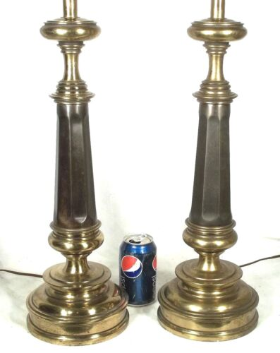 A TALL PAIR OF STIFFEL BRASS OCTAGONAL CLASSICAL COLUMN LAMPS ON A CIRCULAR BASE