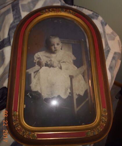 Late 1800's Wooden Oval Beveled Victorian Styled Picture & Frame