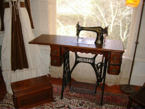 Antique Singer 127K Sphinx 1917 treadle sewing machine Pick up only