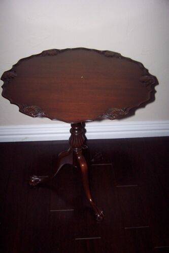 MAHOGANY PIE CRUST TILT TOP, SHELL MOTIF TABLE