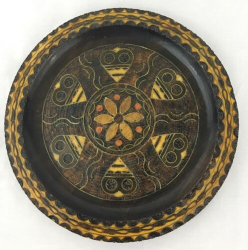 FOLK ART DECORATIVE WOODEN PLATE MADE IN POLAND INLAID WITH BRASS AND WOOD