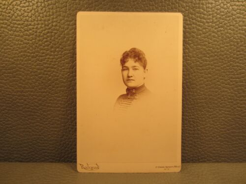 Victorian Antique Photo Cabinet Card of a Young Woman