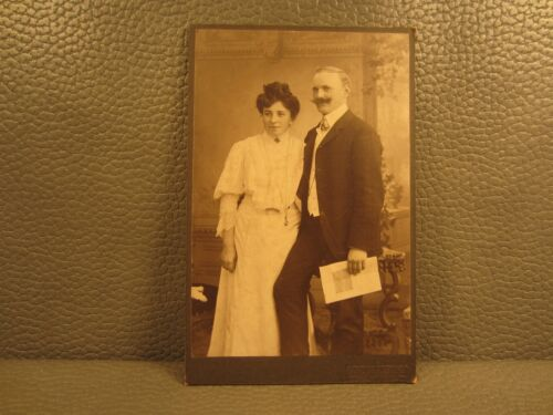 Victorian Antique Cabinet Card Photo a Young Married Couple